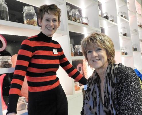 Dionne van Alem en Caroline Busch werken op Planning & Control / Financiële administratie en zetten zich daarnaast in als buddy.