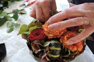 Bloemschikken - handen - knutselen - handwerken